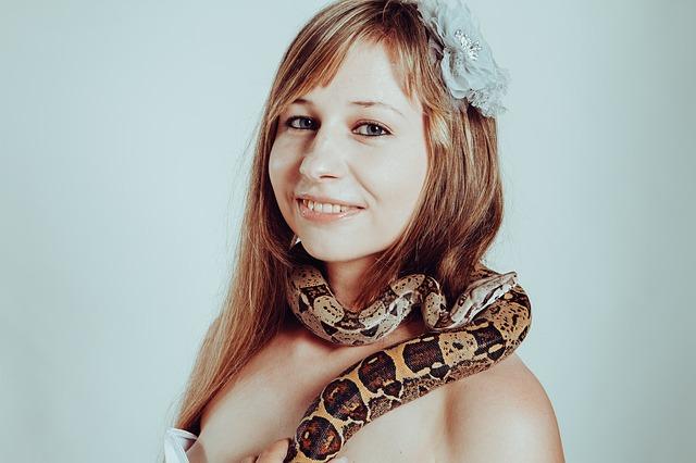 蛇に変身する