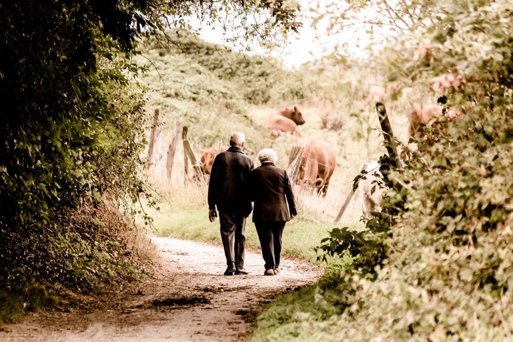 誰かと一緒に歩く