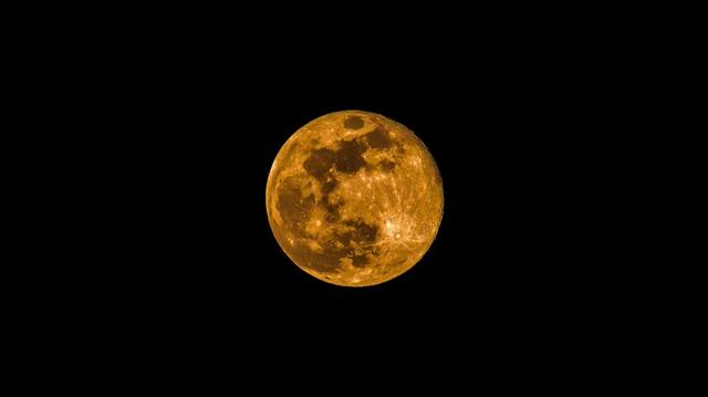 カラフルな月