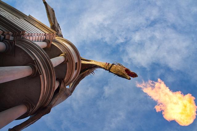 龍が火を吐く