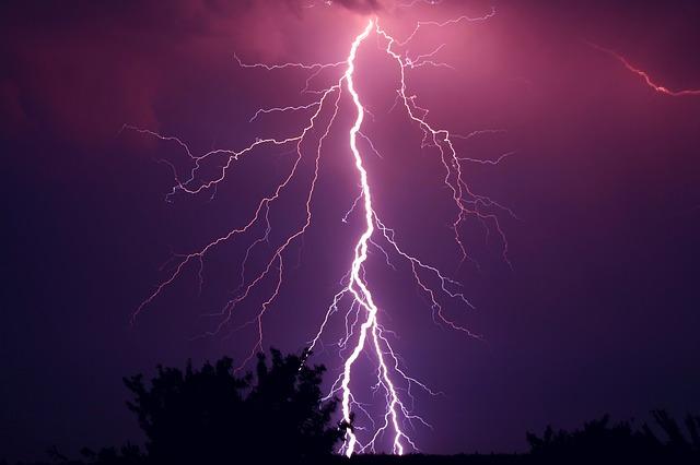 雷鳴と稲光